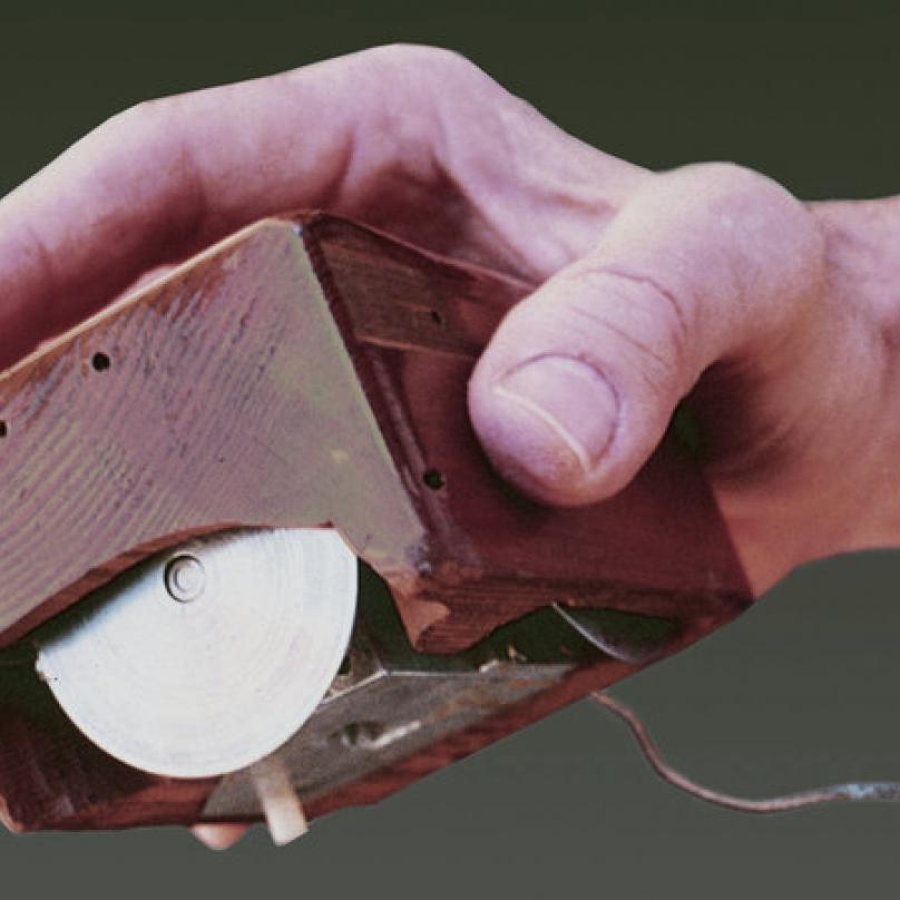 Pro představu: takto vypadala první počítačová myš