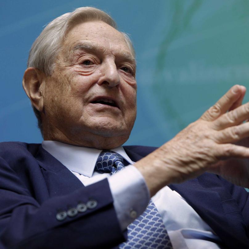 Univerzitu založil kontroverzní miliardář George Soros, který je sám maďarského původu a narodil se jako György Schwartz.