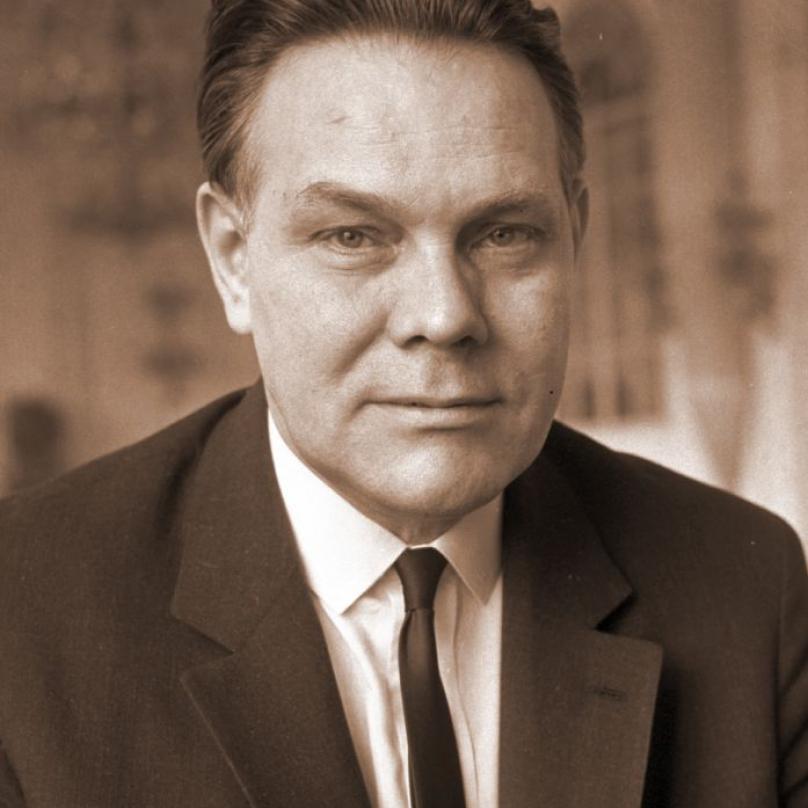 Oldřich Švestka podepisoval zvací dopis jako člen předsednictva ÚV KSČ.