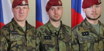 Rotný Martin Marcin (1982), desátník Kamil Beneš (1990) a desátník Patrik Štěpánek (1993) zemřeli před třemi dny v Čárikáru, hlavním městě provincie Parván.