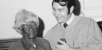 Utopie, socialistické myšlenky a nulový rasismus uprostřed 60. let, to Jim Jones v Chrámu lidu nabízel...