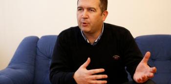 Jan Hamáček je novým šéfem ČSSD. Umírněný politik má sociální demokracii vytrhnout z mizérie.