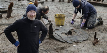 """""""Nejstarší celé kolo, jaké jsme kdy našli,"""" pochvaloval si archeolog Mark Knight"""