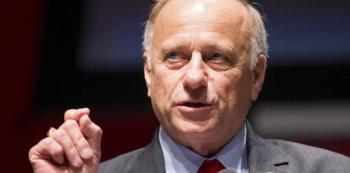 King patří k nejkonzervativnějším americkým politikům. Jeho názory mohou přijít poněkud extrémní i většině pravicových Čechů.