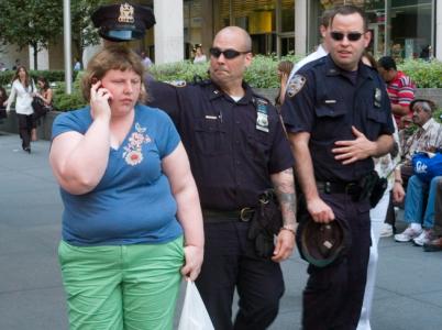 """Cops / Poldové (Ruka zákona doopravdy """"skvostně"""" zasáhla.)"""