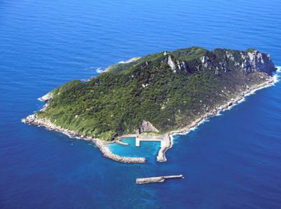 Japonský ostrov Okinošima byl zařazen do seznamu světového kulturního dědictví UNESCO. To se nelíbí feministkám.
