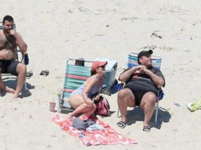 Zatímco občané New Jersey na pláže nesměli, vysmátý guvernér Christiesi si užíval nikým nerušené pohody s rodinou.
