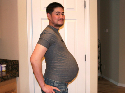 Thomas Beatie je prvním těhotným mužem světa. Narodil se jako žena, stal se chlapíkem, ale dělohu s nechal.