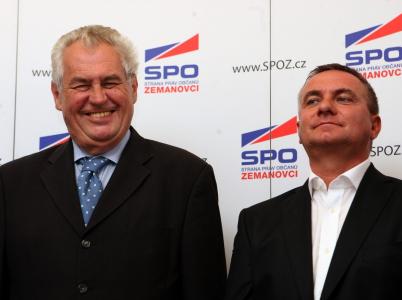 Strana práv občanů alias Zemanovci jsou veselou partou lidí, co mají rádi Miloše Zemana a finanční dary od společností, které to byznysově táhne na východ.