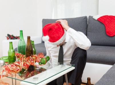 Přežívání svátků jde ruku v ruce s požíváním alkoholu. Abyste to nepřepískli, zkuste to letos trochu jinak.