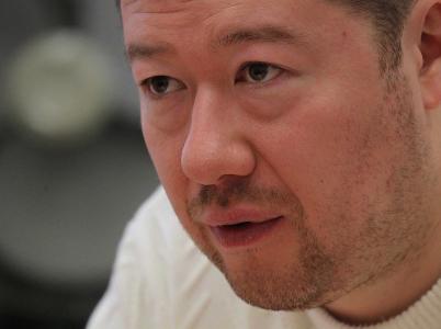 Tomio Okamura si buduje oblibu u svých voličů. Někteří kandidáti jeho strany SPD mu ale dělají spíše ostudu.