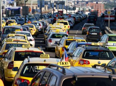 Jak získat lidi na dvou stranu? Co takhle způsobit dopravní kolaps? To nemůže nevyjít!