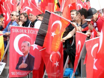Turci nejen v Německu, ale i v ostatních evropských zemích dávají najevo, že despotický prezident Erdogan je jejich srdcím bližší než liberální demokratická Evropa.