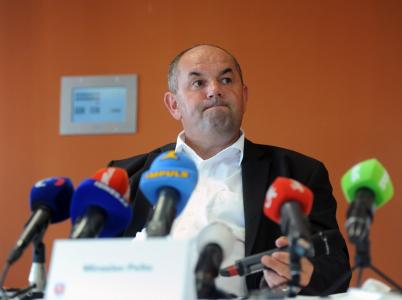Nepopulární předseda FAČR Miroslav Pelta skončil ve vazbě pro podezření z korupce. Nemilé.