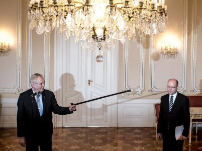 Miloš Zeman se s Bohuslavem Sobotkou nijak zvlášť nemusí. Přesto mu ale Sobotka spolupodepsal všechny jím udělená státní vyznamenání.