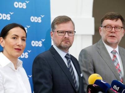 Předseda ODS Petr Fiala musí řešit trapasy, o které se mu postarala místopředsedkyně Udženija a předseda poslaneckého klubu Stanjura.
