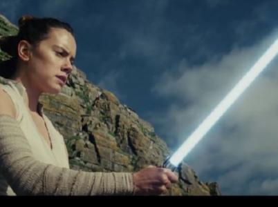 V prosinci uvidíme v kinech i filmy, které nejsou vánoční - třeba nové Star Wars.