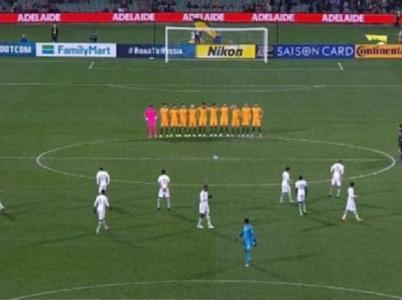 Saúdští fotbalisté se neúčastnili minuty ticha za oběti terorismu. Než je začneme odsuzovat, zamysleme se nad tím, jakou zprávu tím vlastně chtěli světu vyslat.