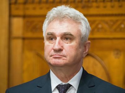 Milan Štěch vyhlásil válku živnostníkům. Přitom jen v Poslanecké sněmovně a Senátu si jich jeho ČSSD vydržuje bezmála 200. Tak šup, ať už jsou venku!