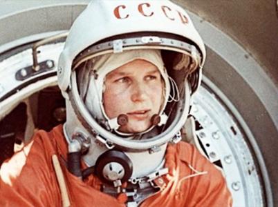 Ruská kosmonautka Valentina Těreškovová, která se stala první ženou ve vesmíru dnes slaví 80. narozeniny.