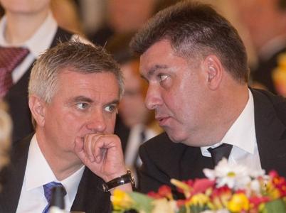 Vratislav Mynář a Martin Nejedlí. Nejbližší spolupracovníci Miloše Zemana, kteří si z Pražského hradu dělají dějiště svých mejdanů.