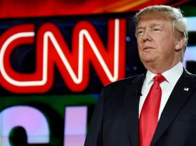 Vzájemná nenávist Trumpa vůči CNN je pověstná. Problém nastává, když se do ní zpravodajská stanice snaží zatáhnout další lidi.
