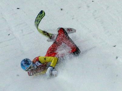 Zimní olympijské hry jsou prostě větší sranda než ty letní. Dokonce i co se týče držkopádů.