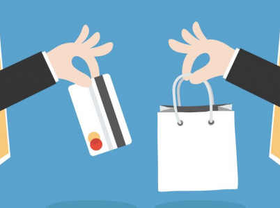 Ženy nakupují přes internet hlavně oblečení a obuv, potraviny a drogerii, hračky a stolní hry nebo knihy, noviny a časopisy. Muži zejména elektroniku a sportovní potřeby.
