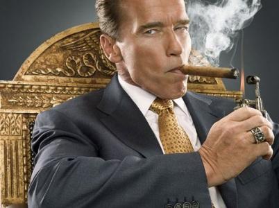 Arnie si může užívat života multimilionáře. Peníze vydělal nejen hraním, ale i podnikáním a investováním.
