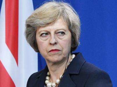 Premiérka Mayová nemá příliš důvodů k radosti. Volby sice vyhrála, ale tak, že její pozice je nyní mnohem slabší než před volbami.