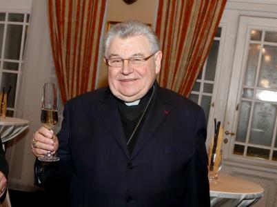 Kardinál Duka si v práci moc nevydělá.