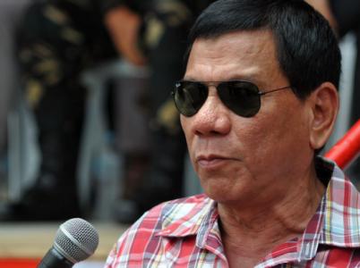 Filipínský prezident Duterte místy připomíná spíše záporáka z akčních filmů. U lidí je ale kupodivu populární.