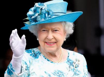 Britská královna Alžběta je na trůnu již 65 let. Nyní údajně uvažuje, že by v 95 letech abdikovala.