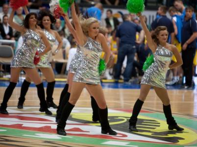 Roztleskávačky mají už víc než 20 let tradici i v Česku. Je to těžká dřina, přesto jsou pořád vnímány jako nány na ozdobu.