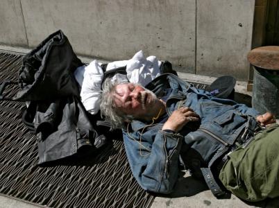 Lidé bez domova to mají v zimě těžší než se zdá.