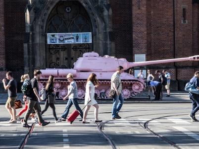 Pro jedny umělecké dílo, pro druhé připomínka komunismu. Ruský tank č. 23 i po téměř třiceti letech od pádu režimu budí kotroverze.