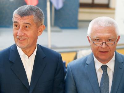Andrej Babiš a Jaroslav Faltýnek byli vydáni k trestnímu stíhání. Vydání předcházela nedůstojná šaráda sehraná převážně poslanci jejich hnutí ANO.