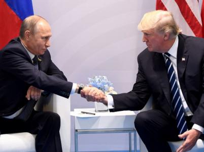 Zapojení Ruska do ovlivňování amerických prezidentských voleb odmítl na společné schůzi prezidentů obou zemí i sám Vladimír Putin.