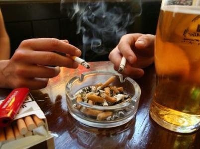 Pivo, cigára a hovory o všem a zároveň o ničem k hospodě patří. Každý by měl mít právo se rozhodnout, zda do zakouřené hospody půjde, či nikoliv.
