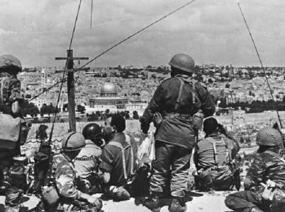 Izraelcům se podařilo dobýt i východní Jeruzalém. Ten byl do té doby ovládán Jordánskem, které židům neumožňovalo přístup k jejich posvátným místům a mnoho těchto míst cíleně likvidovalo.