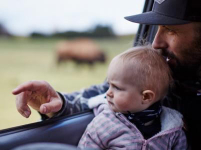 """""""Vidíš, tamhle ta kráva udělala velký bobek. Půjdeme se na něj podívat, ano?"""""""