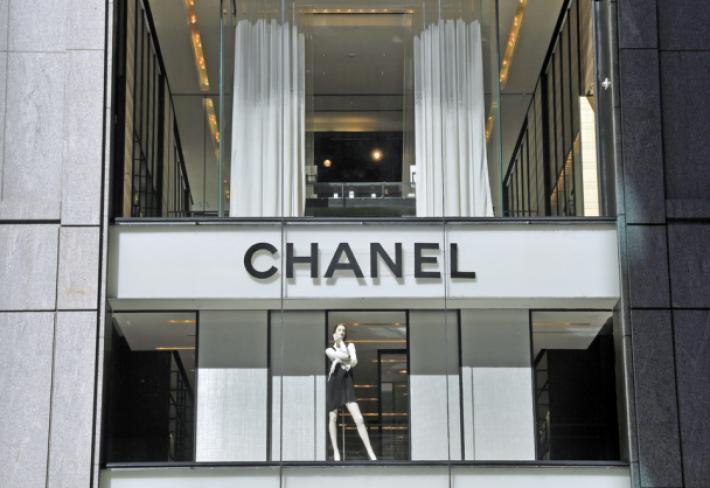 388cbb9763 Butiky Chanel se otvírají jen na nejexkluzivnějších místech. Ve světě jich  je 310.