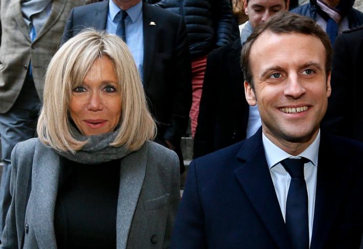 Emmanuela Macrona a jeho manželku Brigitte dělí 24 let.