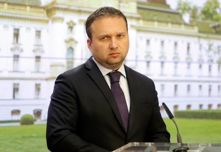 4ec35e156442 Český ministr zemědělství a otec pěti synů Marian Jurečka bude na včerejší  večírek v Českých Budějovicích vzpomínat ještě hodně dlouho.