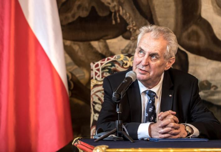 Miloš Zeman už vyhlíží své druhé prezidentské volby. Zatím to vypadá, že funkci bude obhajovat jen proti občanským kandidátům.