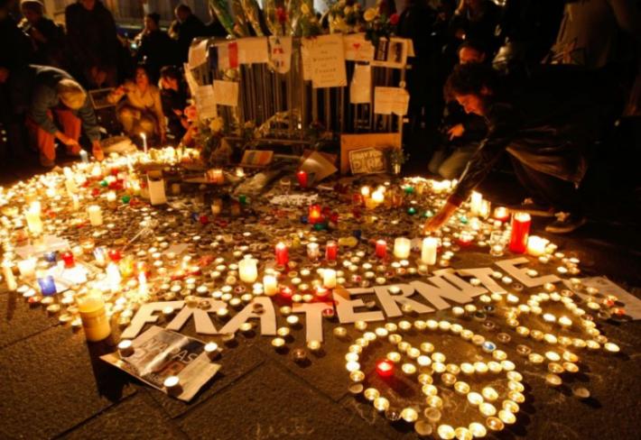 Za jedny se modlíme, druzí jsou nám lhostejní. Že by teroristé svými útoky odhalili to špatné v nás samotných?