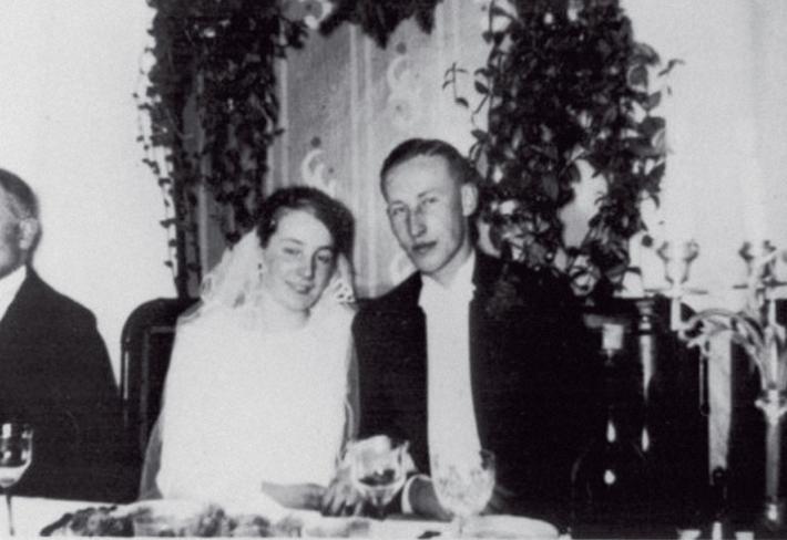 Lina a Reinhard se seznámili na plese a hned věděli, že spolu dokážou velké nacistické věci.