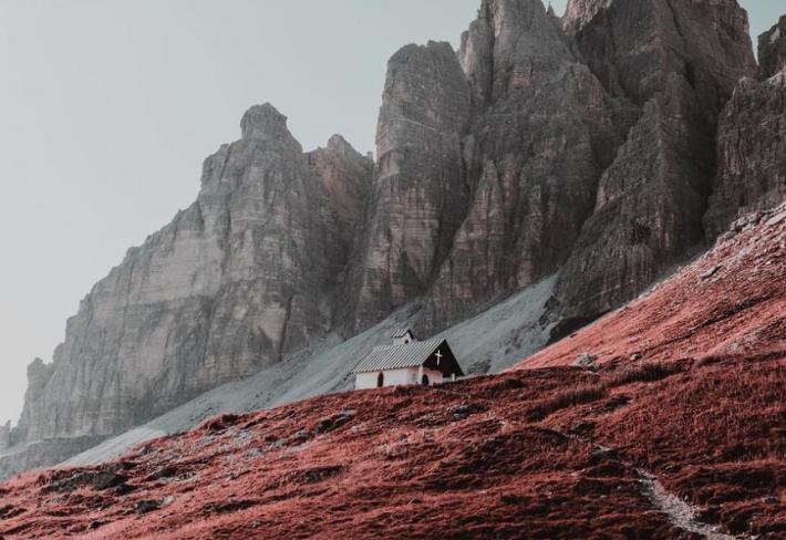 Jak vidí svět barvoslepí lidé? Tím se zabývá jistý italský fotograf.