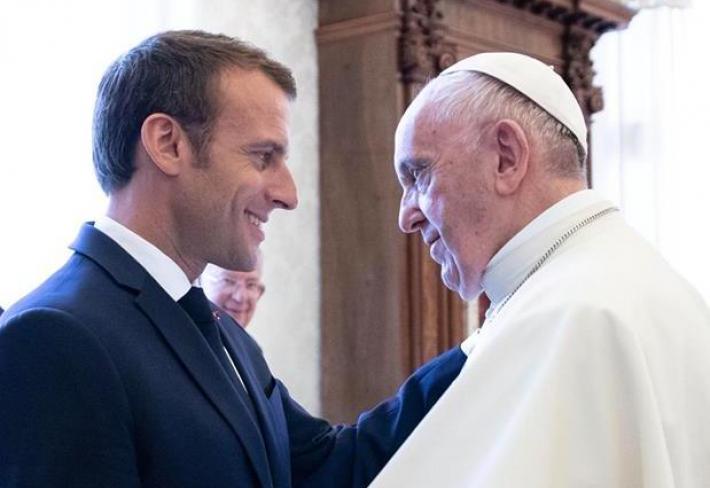 Francouský prezident se setkal s Papežem Františkem.