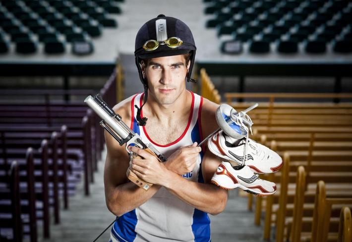 Pětiboj je ideální sport pro hyperaktivní jedince, co nevědí, kam dříve skočit.
